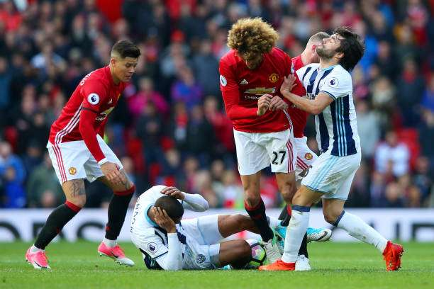 MANCHESTER, ENGLAND - APRIL 01: Jose Salomon Rondon of West Bromwich Albion, Marouane Fellaini of Manchester United and Claudio Yacob of West Bromwich Albion colide during the Premier League match between Manchester United and West Bromwich Albion at Old Trafford on April 1, 2017 in Manchester, England.  (Photo by Alex Livesey/Getty Images)