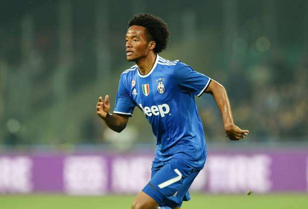 NAPLES, ITALY - APRIL 02:  Juan Cuadrado of Juventus FC in action during the Serie A match between SSC Napoli and Juventus FC at Stadio San Paolo on April 2, 2017 in Naples, Italy.  (Photo by Francesco Pecoraro/Getty Images)