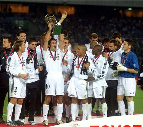 TOKYO - DECEMBER 3:  Luis Figo of Real Madrid lifts the trophy following victory in the Toyota Intercontinental Cup between Real Madrid and Olimpia, played at the Yokohama Stadium, Tokyo, Japan on December 5, 2002.  (Photo by Firto Foto/Getty Images)