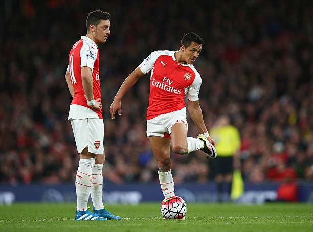 LONDON, ENGLAND - APRIL 21:  Mesut Ozil and Alexis Sanchez of Arsenal prepare to kick off during the Barclays Premier League match between Arsenal and West Bromwich Albion at the Emirates Stadium on April 21, 2016 in London, England.  (Photo by Paul Gilham/Getty Images)