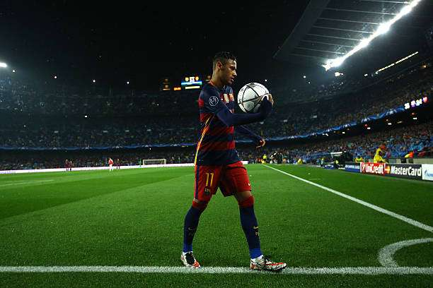 BARCELONA, SPAIN - MARCH 16: Neymar of Barcelona prepares for a corner kick during the UEFA Champions League round of 16, second Leg match between FC Barcelona and Arsenal FC at Camp Nou on March 16, 2016 in Barcelona, Spain.  (Photo by Richard Heathcote/Getty Images)