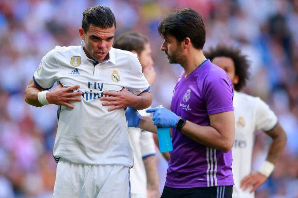 MADRID, SPAIN - APRIL 08:  Pepe of Real Madrid CF grimmaces in pain after being tackled by his teammate Toni Kroos (R) during the La Liga match between Real Madrid CF and Club Atletico de Madrid at Estadio Santiago Bernabeu on April 8, 2017 in Madrid, Spain.  (Photo by Gonzalo Arroyo Moreno/Getty Images)