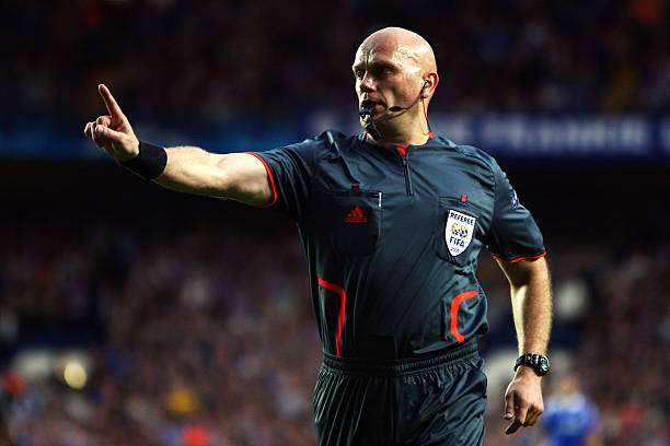 LONDON, ENGLAND - MAY 06:  Referee Tom Henning Ovrebo makes a decision during the UEFA Champions League Semi Final Second Leg match between Chelsea and Barcelona at Stamford Bridge on May 6, 2009 in London, England.  (Photo by Jamie McDonald/Getty Images)