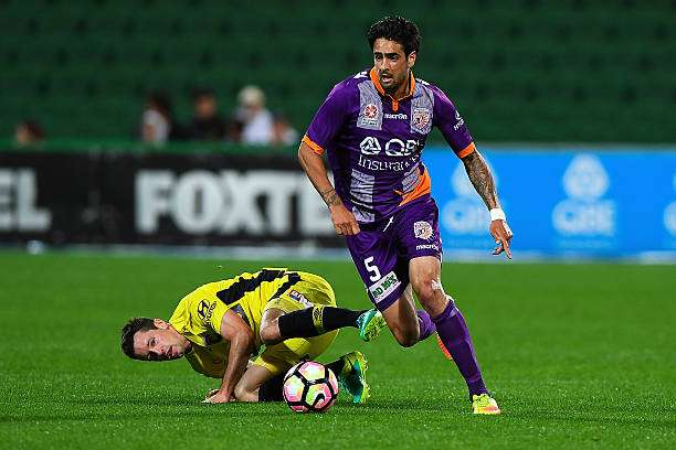 PERTH, AUSTRALIA - OCTOBER 08: Ryhs Williams of the Perth Glory makes space  during the round one A-League match between the Perth Glory and the Central Coast Mariners at nib Stadium on October 8, 2016 in Perth, Australia.  (Photo by Daniel Carson/Getty Images)