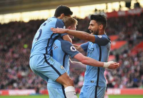 SOUTHAMPTON, ENGLAND - APRIL 15:  Sergio Aguero of Manchester City celebrates scoring his sides third goal with his Manchester City team mates during the Premier League match between Southampton and Manchester City at St Mary's Stadium on April 15, 2017 in Southampton, England.  (Photo by Mike Hewitt/Getty Images)