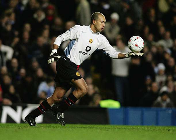 LONDON - JANUARY 12:  Tim Howard of Manchester United in action during the Carling Cup Semi-Final 1st leg match between Chelsea and Manchester United at Stamford Bridge on January 12, 2005 in London, England.  (Photo by Ben Radford/Getty Images)