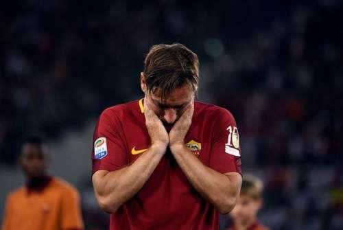 Football Soccer - AS Roma v Genoa - Serie A - Stadio Olimpico, Rome, Italy - 28/5/17 AS Roma's Francesco Totti reacts after his last game. Reuters /Alberto Lingria