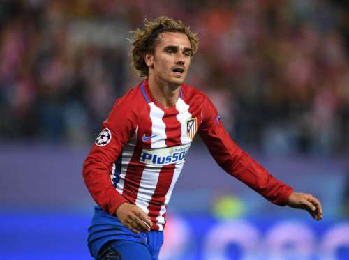 MADRID, SPAIN - MAY 10:  Antoine Griezmann of Atletico Madrid looks on during the UEFA Champions League Semi Final second leg match between Club Atletico de Madrid and Real Madrid CF at Vicente Calderon Stadium on May 10, 2017 in Madrid, Spain.  (Photo by Laurence Griffiths/Getty Images)