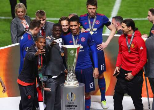 STOCKHOLM, SWEDEN - MAY 24: Ashley Young of Manchester United, Eric Bailly of Manchester United, Daley Blind of Manchester United and Chris Smalling of Manchester United all take selfie photographs with the trophy after the UEFA Europa League Final between Ajax and Manchester United at Friends Arena on May 24, 2017 in Stockholm, Sweden.  (Photo by Alex Grimm/Getty Images)