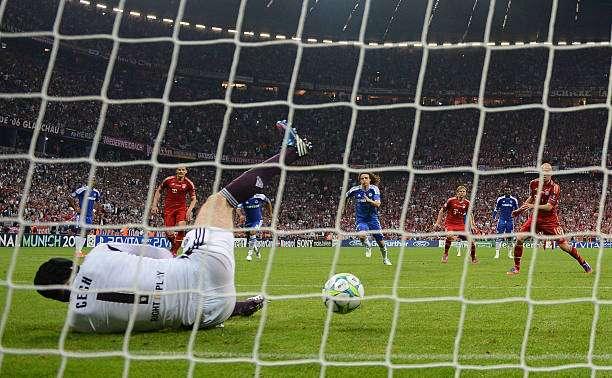 Petr Cech Photos Photos - Valencia CF v Chelsea FC - UEFA ...  |Petr Cech Chelsea Save
