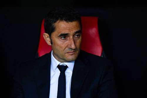 SEVILLE, SPAIN - APRIL 14:  Head coach Ernesto Valverde of Athletic Bilbao looks on during the UEFA Europa League quarter final second leg match between Sevilla and Athletic Bilbao at the Ramon Sanchez Pijuan stadium on April 14, 2016 in Seville, Spain.  (Photo by David Ramos/Getty Images)