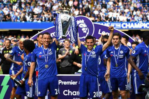 LONDON, ENGLAND - MAY 21:  John Terry of Chelsea and Cesar Azpilicueta of Chelsea lift the Premier Leauge Trophy after the Premier League match between Chelsea and Sunderland at Stamford Bridge on May 21, 2017 in London, England.  (Photo by Shaun Botterill/Getty Images)