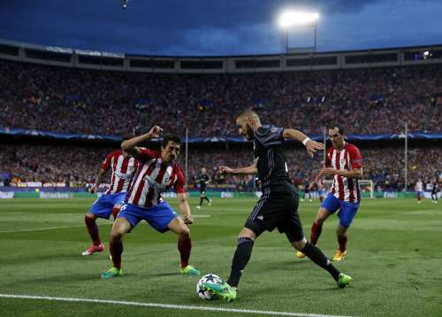 Karim Benzema Real Madrid Atletico Madrid.jpg