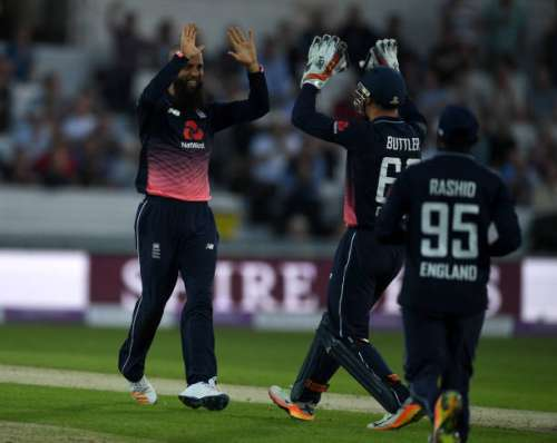 LEEDS, ENGLAND - MAY 24:  Moeen Ali of England celebrates with Jos Buttler after dismissing Chris Morris of South Africa during the 1st Royal London ODI match between England and South Africa at Headingley on May 24, 2017 in Leeds, England.  (Photo by Gareth Copley/Getty Images)