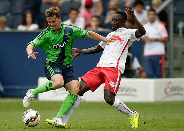 SALZBURG, AUSTRIA - JULY 11:  Naby Keita (R) of Salzburg and Dominic Gape of Southampton fight for the ball during the pre-season match for the 3rd place between FC Red Bull Salzburg and Southampton FC as part of the Audi Quattro Cup 2015 at Red Bull Arena on July 11, 2015 in Salzburg, Austria.  (Photo by Johannes Simon/Getty Images)