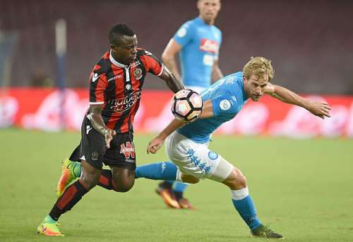 NAPLES, ITALY - AUGUST 01: Napoli's player Ivan Strinic vies with OGC Nice player Jean Seri during the pre-season friendly match between SSC Napoli and OGC Nice at Stadio San Paolo on August 1, 2016 in Naples, Italy.  (Photo by Francesco Pecoraro/Getty Images)