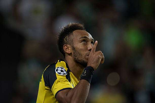 LISBON, PORTUGAL - OCTOBER 18: Pierre Aubameyang of Borussia Dortmund celebrates after scores a goal against SC Sporting during the UEFA Champions League match between SC Sporting and Borussia Dortmund at Estadio Jose Alvalade on October 18, 2016 in Lisbon, Lisboa. (Photo by Octavio Passos/Getty Images)