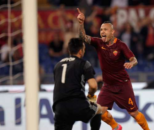 ROME, ITALY - MAY 14:  Radja Nainggolan of AS Roma celebrates after scoring the team's third goal during the Serie A match between AS Roma and Juventus FC at Stadio Olimpico on May 14, 2017 in Rome, Italy.  (Photo by Paolo Bruno/Getty Images )