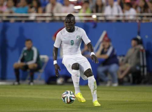 Ivory Coast's Cheik Tiote kicks the ball during in their international friendly soccer match against El Salvador in Frisco, Texas, June 4, 2014. REUTERS/Mike Stone