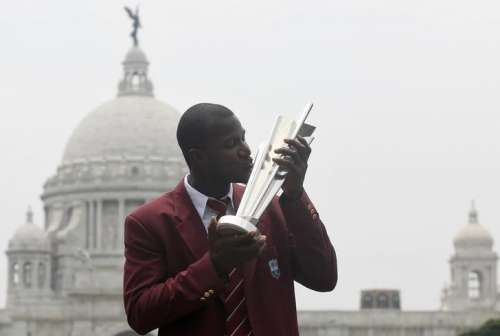 West Indies captain Darren Sammy kisses the cricket World Twenty20 trophy in front of Victoria Memorial monument during a photo opportunity in Kolkata, India, April 4, 2016. REUTERS/Rupak De Chowdhuri/Files