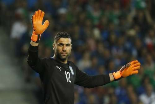 Football Soccer - Italy v Republic of Ireland - EURO 2016 - Group E - Stade Pierre-Mauroy, Lille, France - 22/6/16 Italy's Salvatore Sirigu REUTERS/Gonzalo Fuentes Livepic