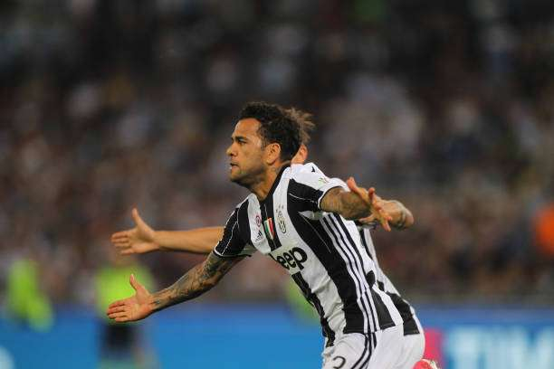 ROME, ITALY - MAY 17:  Dani Alves of Juventus FC celebrates after scoring the opening goal during the TIM Cup Final match between SS Lazio and Juventus FC at Olimpico Stadium on May 17, 2017 in Rome, Italy.  (Photo by Paolo Bruno/Getty Images)