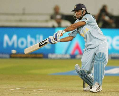 DURBAN, SOUTH AFRICA - SEPTEMBER 20:  MS Dhoni of India in action during the ICC Twenty20 Cricket World Championship Super Eights match between South Africa and India at Kingsmead on September 20, 2007 in Durban, South Africa.  (Photo by Duif du Toit/Gallo Images/Getty Images)