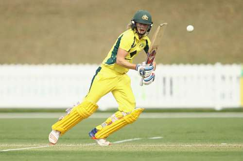 COFFS HARBOUR, AUSTRALIA - NOVEMBER 27:  Ellyse Perry of Australia bats during the women's One Day International match between the Australian Southern Stars and South Africa on November 27, 2016 in Coffs Harbour, Australia.  (Photo by Mark Kolbe/Getty Images)