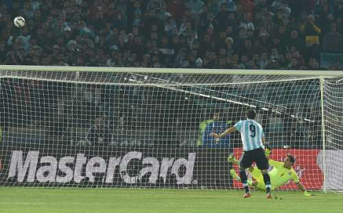 Higuain misses his penalty attempt in the 2015 Copa America Final against Chile