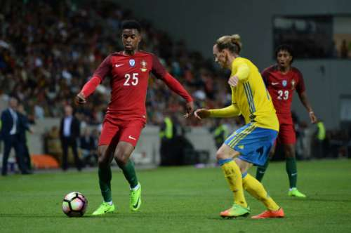 FUNCHAL, MADEIRA, PORTUGAL - MARCH 28: Nelson Semedo of Portugal competes for the ball with Niklas Hult of Sweden during the International friendly match between Portugal and Sweden at Barreiros stadium  on March 28, 2017 in Funchal, Madeira, Portugal. (Photo by Octavio Passos/Getty Images)