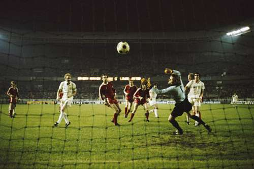 PARIS, FRANCE - MAY 28:  Peter Lorimer (6th left) has a goal disallowed for Leeds in the 62nd minute, when Billy Bremner (2nd left) was adjudged to be offside as Franz Beckenbauer (3rd left) and goalkeeper Sepp Maierlook on during the 1975 European Cup Final between Bayern Munich and Leeds United at Parc de Princes on May 28, 1975 in Paris, France.  (Photo by Allsport/Getty Images)