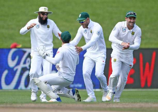 HAMILTON, NEW ZEALAND - MARCH 27:  Wicketkeeper Quinton de Kock is congratulated by Captain Faf du Plessis of South Africa  for taking the wicket Tom Latham of New Zealand  during day three of the Test match between New Zealand and South Africa at Seddon Park on March 27, 2017 in Hamilton, New Zealand.  (Photo by Dave Rowland/Getty Images)