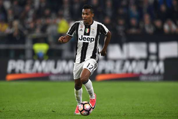 TURIN, ITALY - APRIL 08:  Alex Sandro of Juventus FC in action during the Serie A match between Juventus FC and AC ChievoVerona at Juventus Stadium on April 8, 2017 in Turin, Italy.  (Photo by Valerio Pennicino/Getty Images)