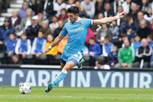 DERBY, ENGLAND - OCTOBER 18: Danny Batth (c) of Wolverhampton Wanderers FC kicks the ball back in to play during the Sky Bet Championship match between Derby County and Wolverhampton Wanderers at Pride Park Stadium on October 18, 2015 in Derby, England.  (Photo by Daniel Smith/Getty Images)