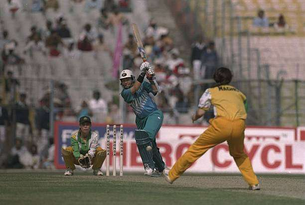 29 Dec 1997:  Debbie Hockley of New Zealand batting during the Women