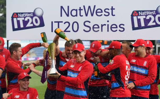 CARDIFF, WALES - JUNE 25:  England captain Eoin Morgan and his team celebrate after the 3rd NatWest T20 International between England and South Africa at SWALEC Stadium on June 25, 2017 in Cardiff, Wales.  (Photo by Stu Forster/Getty Images)