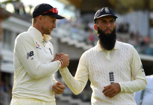 LONDON, ENGLAND - JULY 09:  England captain Joe Root shakes hands with Moeen Ali after winning the 1st Investec Test between England and South Africa at Lord's Cricket Ground on July 9, 2017 in London, England.  (Photo by Gareth Copley/Getty Images)