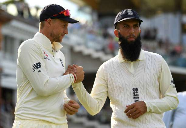 LONDON, ENGLAND - JULY 09:  England captain Joe Root shakes hands with Moeen Ali after winning the 1st Investec Test between England and South Africa at Lord