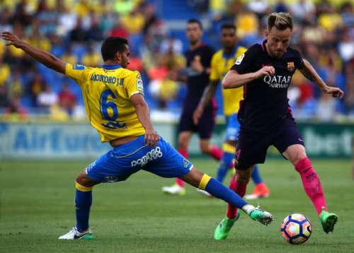 LAS PALMAS, SPAIN - MAY 14: Ivan Rakitic of Barcelona skips past the tackle from Angel Montoro of Las Palmas during the La Liga match between UD Las Palmas and Barcelona at Estadio de Gran Canaria on May 14, 2017 in Las Palmas, Spain. (Photo by Charlie Crowhurst/Getty Images)