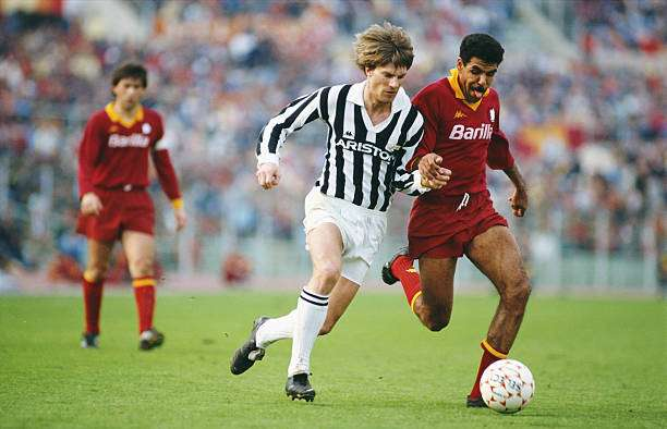 ROME, ITALY - MARCH 01: Juventus striker Michael Laudrup (l) tussles with AS Roma defender Toninho Cerezo during a Serie A match between AS Roma and Juventus at the Olympic stadium circa in 1986 in Rome, Italy.  (Photo by Mike King/Allsport/Getty Images)