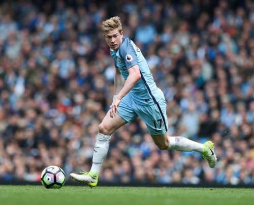 MANCHESTER, ENGLAND - MAY 06: Kevin De Bruyne of Manchester City during the Premier League match between Manchester City and Crystal Palace at Etihad Stadium on May 6, 2017 in Manchester, England. (Photo by Mark Robinson/Getty Images)