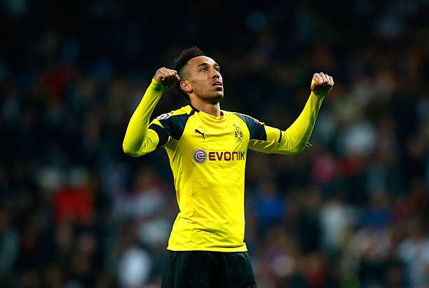 MADRID, SPAIN - DECEMBER 07: Pierre-Emerick Aubameyang of Borussia Dortmund celebrates after the final whistle during the UEFA Champions League Group F match between Real Madrid CF and Borussia Dortmund at the Bernabeu on December 7, 2016 in Madrid, Spain.  (Photo by Gonzalo Arroyo Moreno/Getty Images)