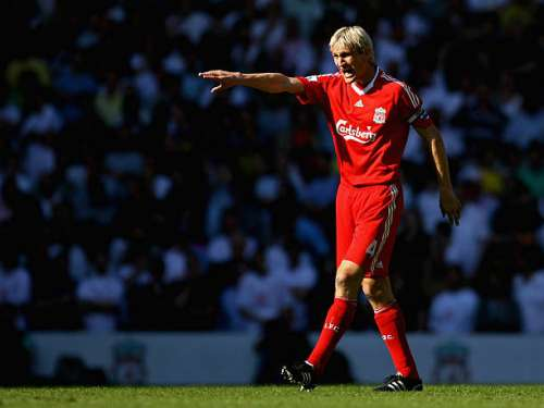 LIVERPOOL, ENGLAND - MAY 24:  Sami Hyypia of Liverpool shouts instructions during his last game for Liverpool in the Barclays  Premier League match between Liverpool and Tottenham Hotspur at Anfield on May 24, 2009 in Liverpool, England.  (Photo by Alex Livesey/Getty Images)