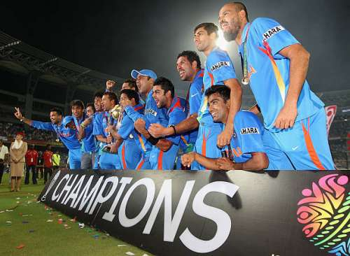 MUMBAI, INDIA - APRIL 02:  The Indian team celebrate with the trophy after the 2011 ICC World Cup Final between India and Sri Lanka at Wankhede Stadium on April 2, 2011 in Mumbai, India.  (Photo by Hamish Blair/Getty Images)