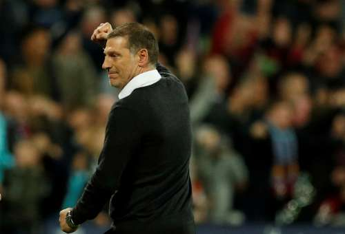 Soccer Football - Premier League - West Ham United vs Huddersfield Town - London, Britain - September 11, 2017 West Ham United manager Slaven Bilic celebrates after Andre Ayew scores their second goal Action Images via Reuters/John Sibley
