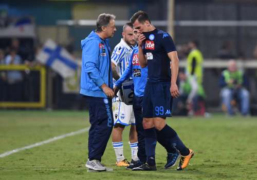 Soccer Football - Serie A - Spal vs Napoli - Stadio Paolo Mazza, Ferrara, Italy - September 23, 2017 Napoli's Arkadiusz Milik walks off the pitch with medical staff after going down injured REUTERS/Alberto Lingria