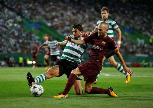 Soccer Football - Champions League - Sporting CP vs FC Barcelona - Estadio Jose Alvalade, Lisbon, Portugal - September 27, 2017 Barcelona's Andres Iniesta in action REUTERS/Rafael Marchante